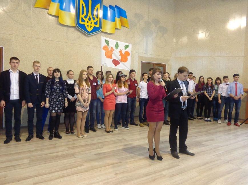 «Мы рады, что мы не такие, как все!» - в Красноармейске масштабно, зрелищно и энергично прошел студенческий КВН (фото) - фото 2