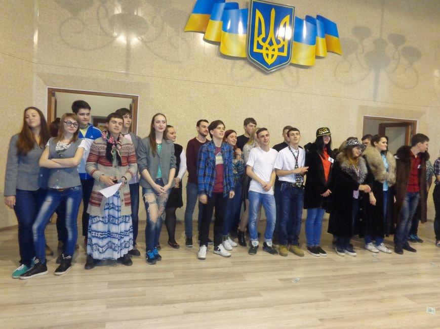 «Мы рады, что мы не такие, как все!» - в Красноармейске масштабно, зрелищно и энергично прошел студенческий КВН (фото) - фото 22