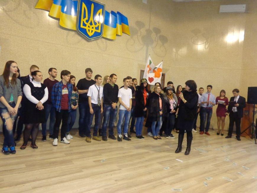 «Мы рады, что мы не такие, как все!» - в Красноармейске масштабно, зрелищно и энергично прошел студенческий КВН (фото) - фото 23