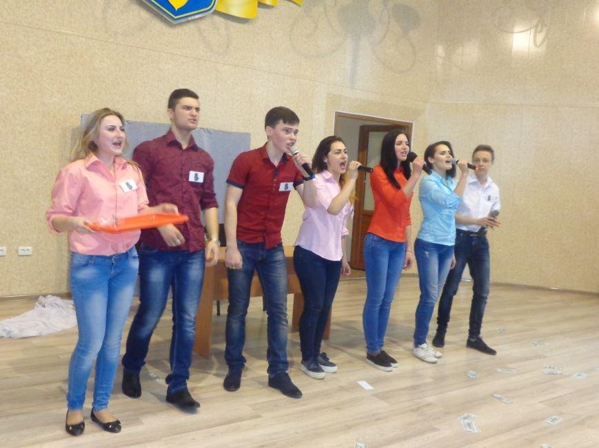 «Мы рады, что мы не такие, как все!» - в Красноармейске масштабно, зрелищно и энергично прошел студенческий КВН (фото) - фото 16