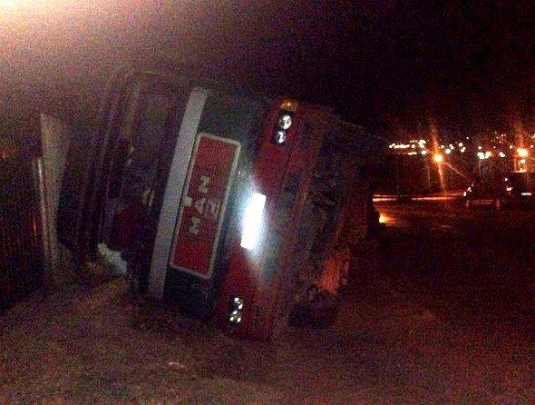 Сегодня в с. Малая Долина, около 05:45 перевернулся грузовик с зерном (+фото, видео) (фото) - фото 1