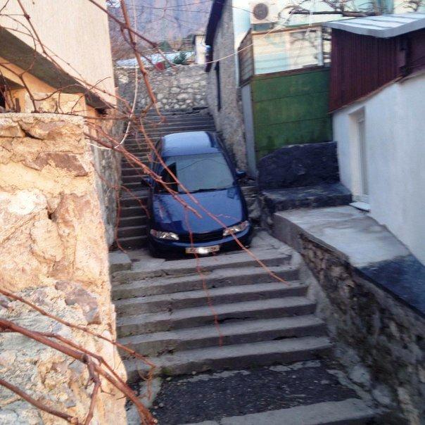 Я паркуюсь, как... В Алупке водитель