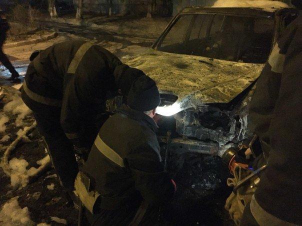 Взрывы, пожар, паника: Под Одессой одним махом сожгли три машины (ФОТО, ВИДЕО) (фото) - фото 1