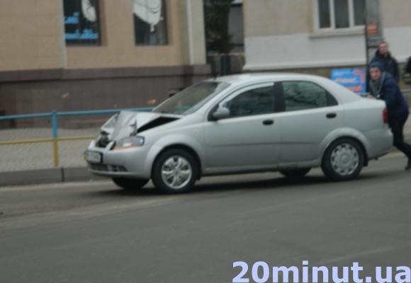 У Тернополі на Збаразькій сталася ДТП. Утворився довжелезний затор (Фото) (фото) - фото 1