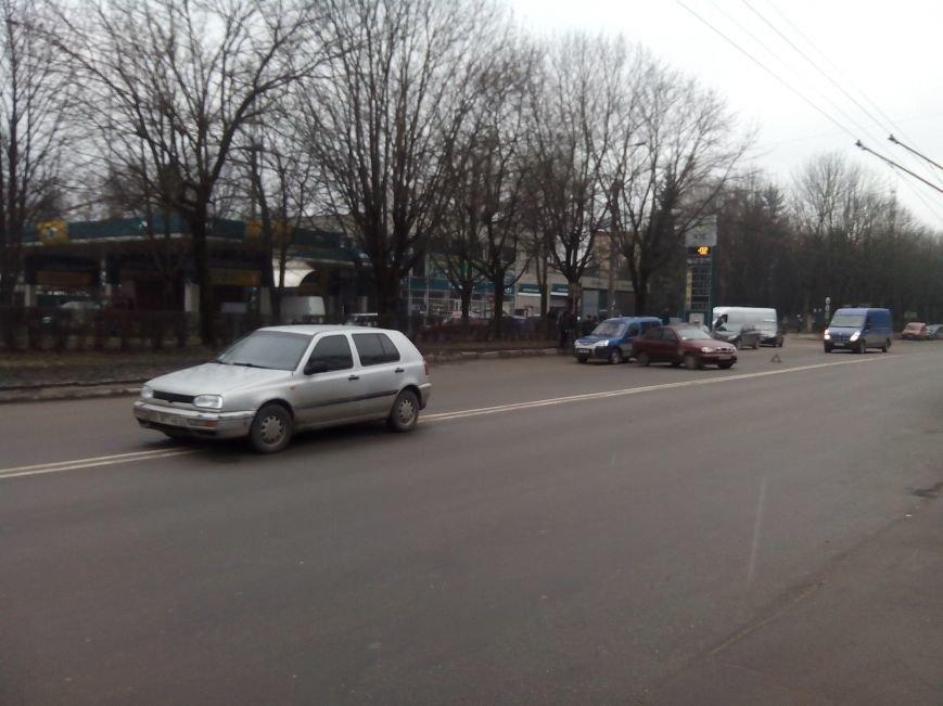 У Тернополі на Злуки зіткнулися «Ланос» і «Фольксваген» (Фото) (фото) - фото 1