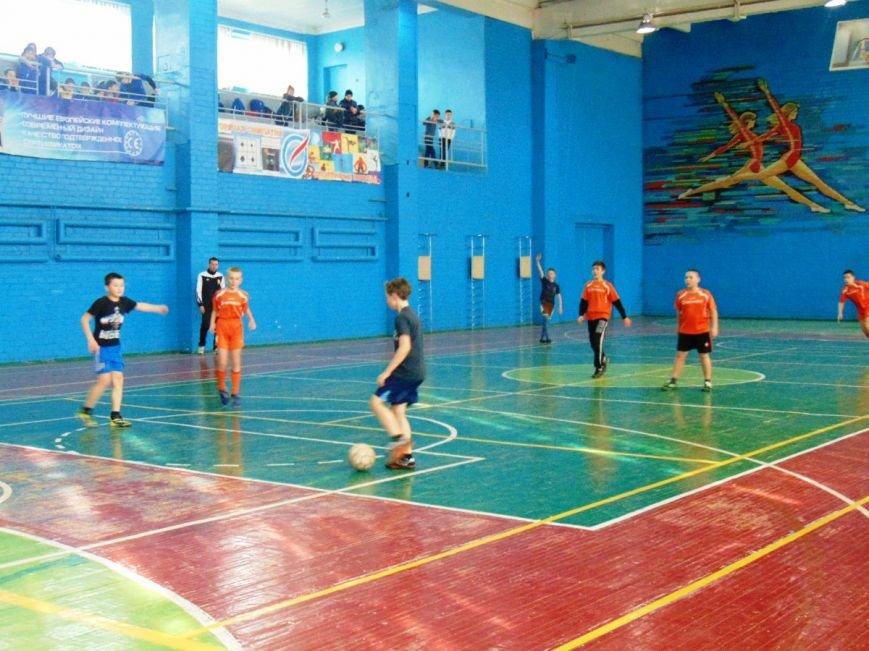 Команда Доброполья вышла в финал зональныз соревнований по футзалу (фото) - фото 1