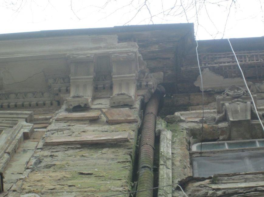 В центре Одессы обсыпался фасад бывшего радиоцентра (ФОТО) (фото) - фото 1
