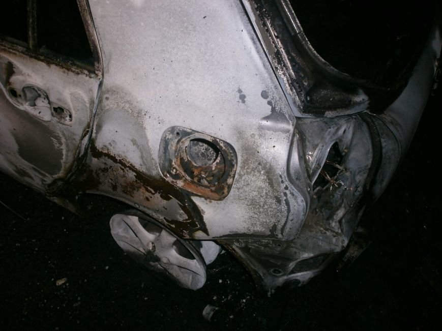 Сегодня ночью, в г. Черноморск, сгорело два автомобиля, по предварительной информации - поджог(+фото) (фото) - фото 1