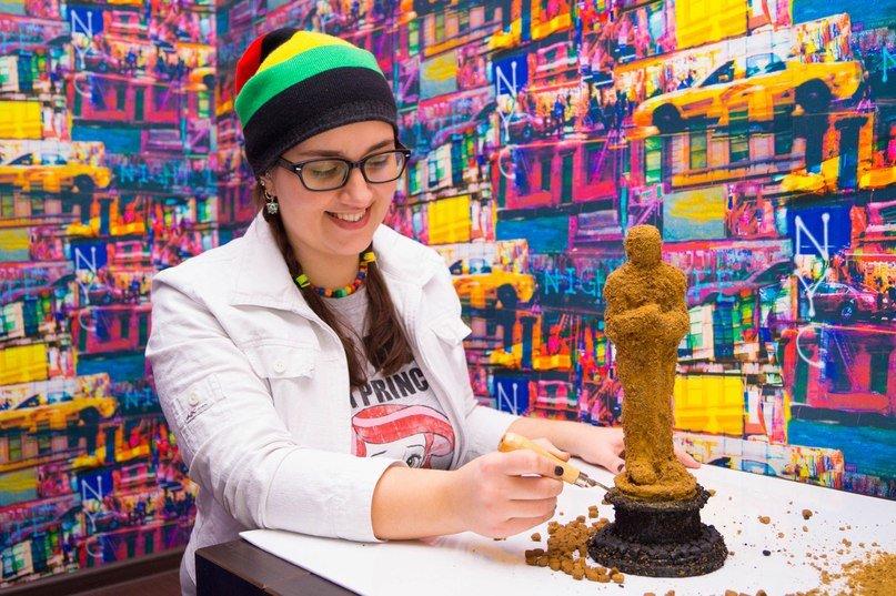 Гродненская художница создала для Леонардо ди Каприо статуэтку премии  «Оскар» из корма для собак (фото) - фото 1