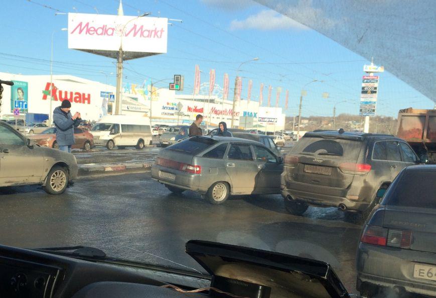 Тройное ДТП парализовало движение на Пушкаревском кольце, фото-2