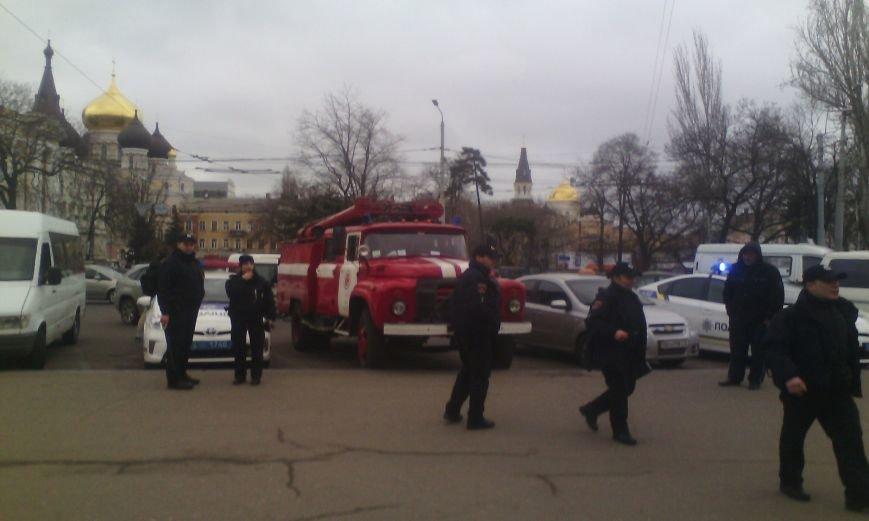 5a3086d41f0f1d745bbdce65b007b39b В Одессе ищут бомбу в здании железнодорожного вокзала