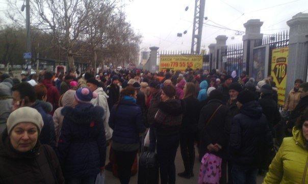 В Одессе ищут бомбу в здании железнодорожного вокзала (ФОТО, ОБНОВЛЯЕТСЯ) (фото) - фото 1