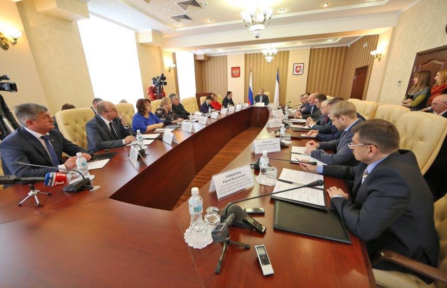 Аксёнов провёл первое заседание комиссии по координации работы по противодействию коррупции (ФОТО) (фото) - фото 1