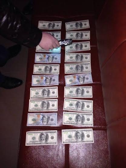 СБУ затримала на хабарі у 2000 доларів посадовця Верховинської сільради (ФОТО), фото-1