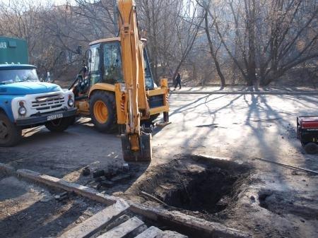 В Днепропетровске коммунальщики очистили ливнёвые стоки (ФОТО), фото-1