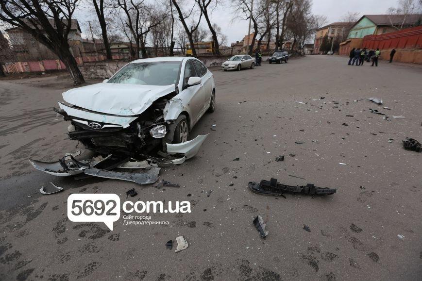 В Днепродзержинске полицейские попали в ДТП возле театра: подробности (фото) - фото 3