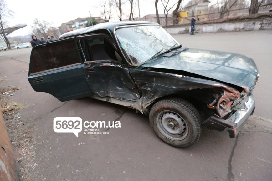 В Днепродзержинске полицейские попали в ДТП возле театра: подробности (фото) - фото 6