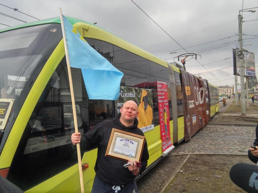 Як львів'янин тягнув зубами трамвай на вулиці Городоцькій (ФОТО+ВІДЕО), фото-6
