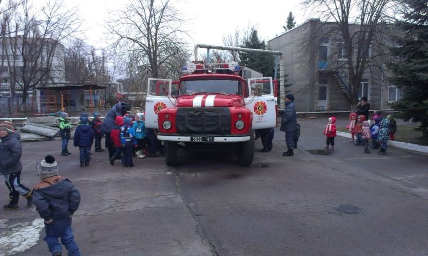Обучение правилам безопасности с детсада: павлоградские спасатели навестили малышей (фото) - фото 1