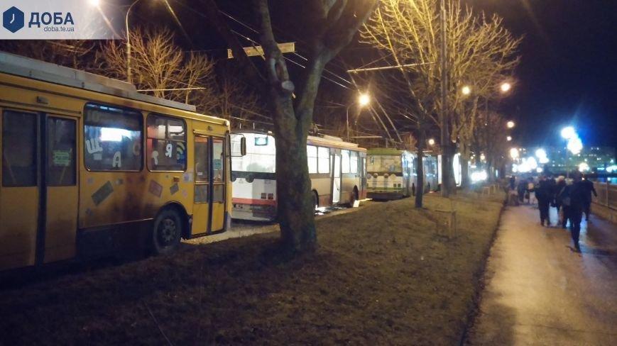 У Тернополі через ДТП паралізований весь електротранспорт (фото) - фото 1