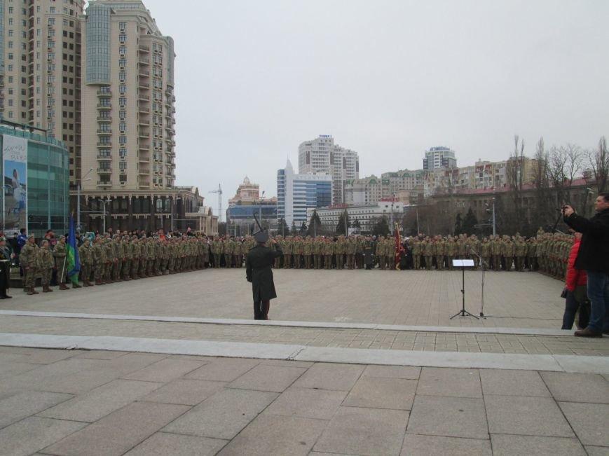 1fb00c29f3e66eb7e23b5a6e9bc7001b В Одессе на площади 10-го апреля поздравили выпускников военной академии