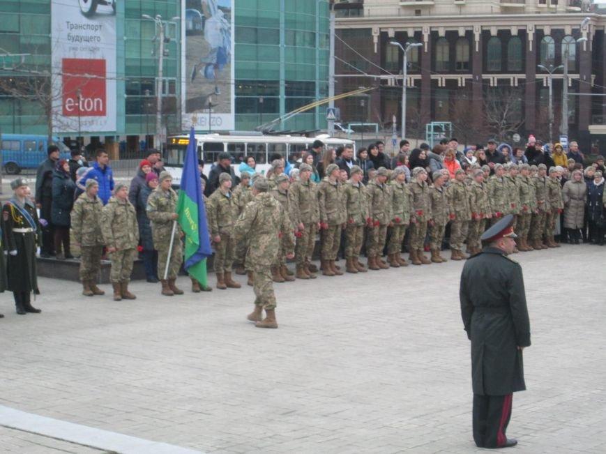 2bf227ffb832ec2867dbe6a6798989c5 В Одессе на площади 10-го апреля поздравили выпускников военной академии