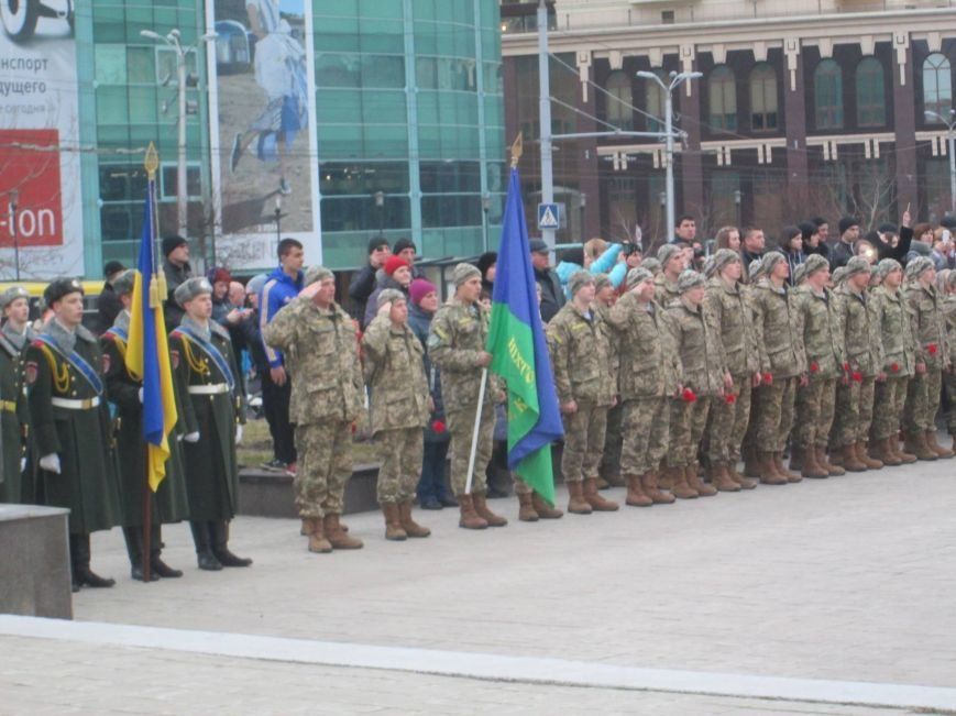3d0d3507e788095bf17f1ee6eb9a9603 В Одессе на площади 10-го апреля поздравили выпускников военной академии