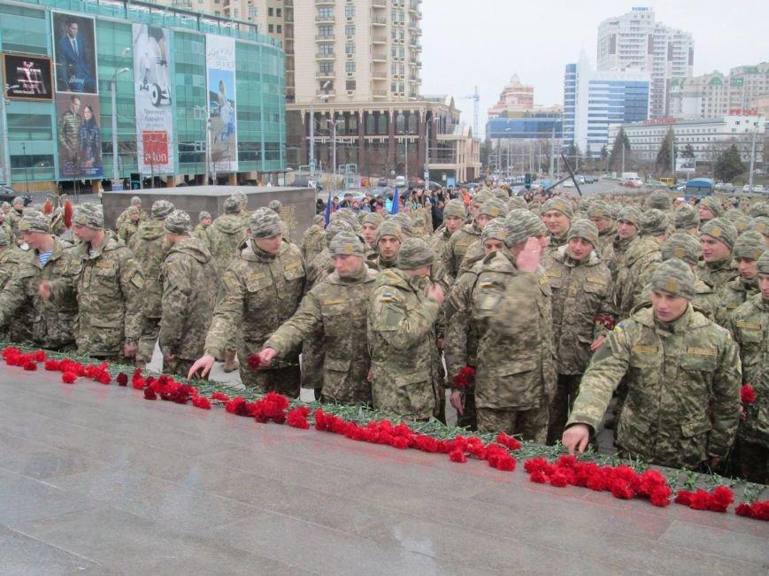 6ef46f81d7864d4f8b47c74e90119f9f В Одессе на площади 10-го апреля поздравили выпускников военной академии