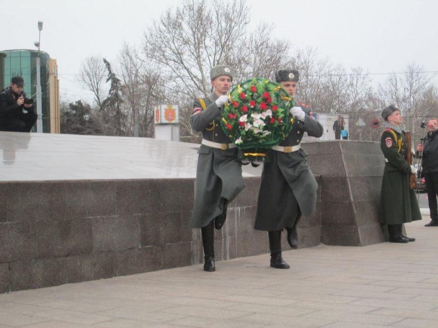 700e417cbec773d9c525a0d02c5b6e52 В Одессе на площади 10-го апреля поздравили выпускников военной академии