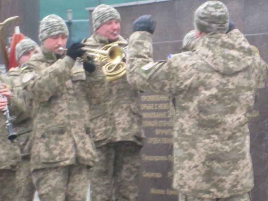 b7a94d48f0ae166ceb7a6786f3aedc68 В Одессе на площади 10-го апреля поздравили выпускников военной академии