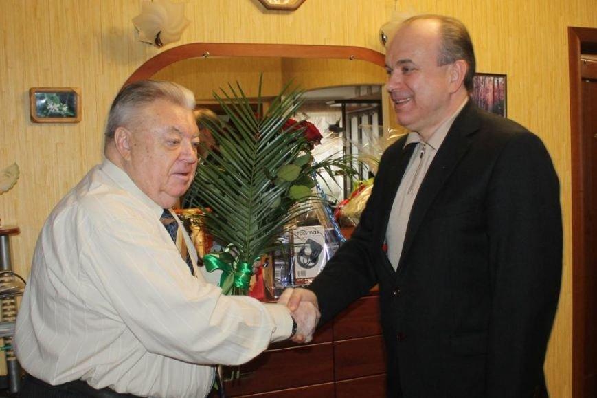 Почетный мариуполец Александр Зозуля отмечает 80-летний юбилей (фото) - фото 1