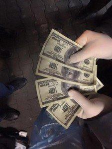 У Тернополі на вул. Живова затримали двох поліцейських за вимагання 1600 доларів хабара - ОНОВЛЕНО (Фото) (фото) - фото 1