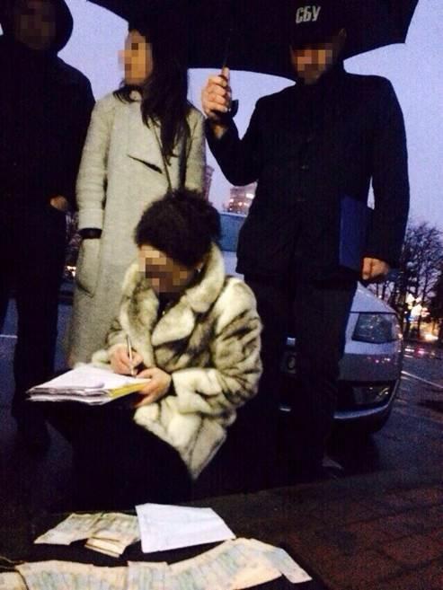В Киеве работницу Оболонской РГА задержали за взятку в 40 тыс. грн (ФОТО) (фото) - фото 2