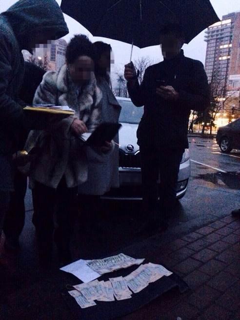 В Киеве работницу Оболонской РГА задержали за взятку в 40 тыс. грн (ФОТО) (фото) - фото 1