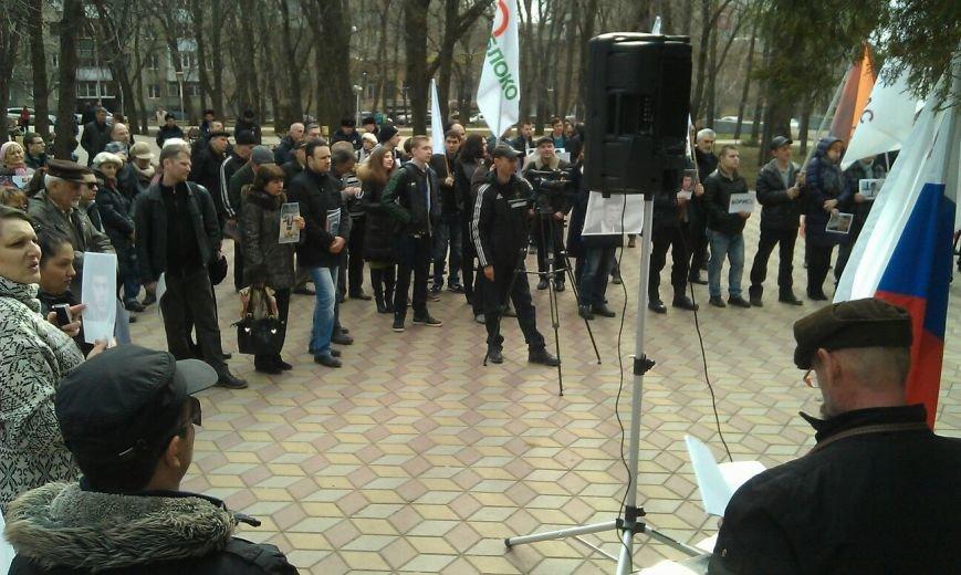 Свыше ста ростовчан пришли на митинг в память о Борисе Немцове (фото) - фото 3