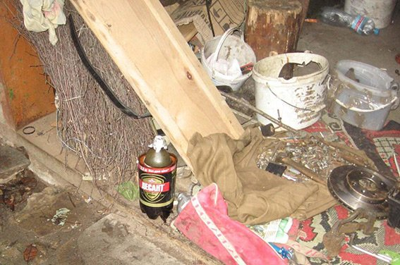 На Хмельниччині в приміщенні гаража був наркопритон (Фото) (фото) - фото 1