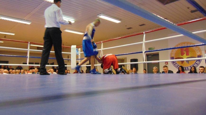 В прифронтовом Мариуполе с разгромным счетом боксеры Донецкой области одержали победу (фото) - фото 1
