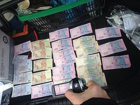 В Днепропетровске на крупной взятке погорел сотрудник санэпидемстанции (ФОТО) (фото) - фото 1