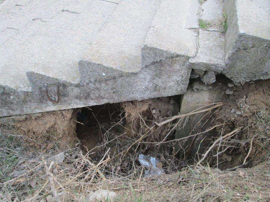 3c2d698d6ac5262ef62bef1fbac525df По дороге на пляж провалиться в подземелье: На 16-й Фонтана на склоне растет оползень