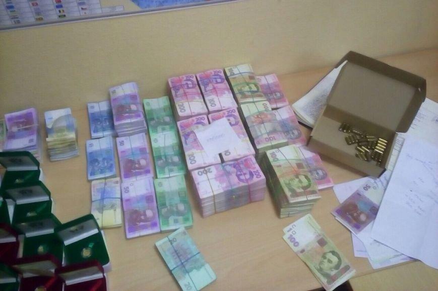 Отмывали миллионы: в Черниговской области ликвидировали конвертационный центр, фото-3
