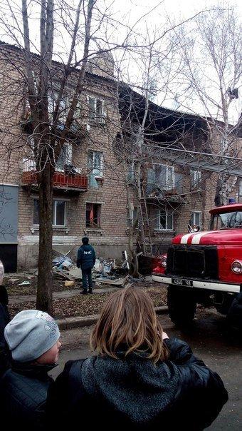 В Макеевке в многоквартирном доме взорвался газовый баллон, есть пострадавший (фото) - фото 2