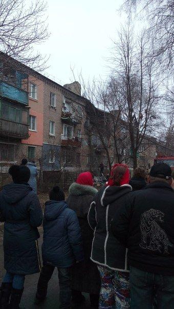 В Макеевке в многоквартирном доме взорвался газовый баллон, есть пострадавший (фото) - фото 1