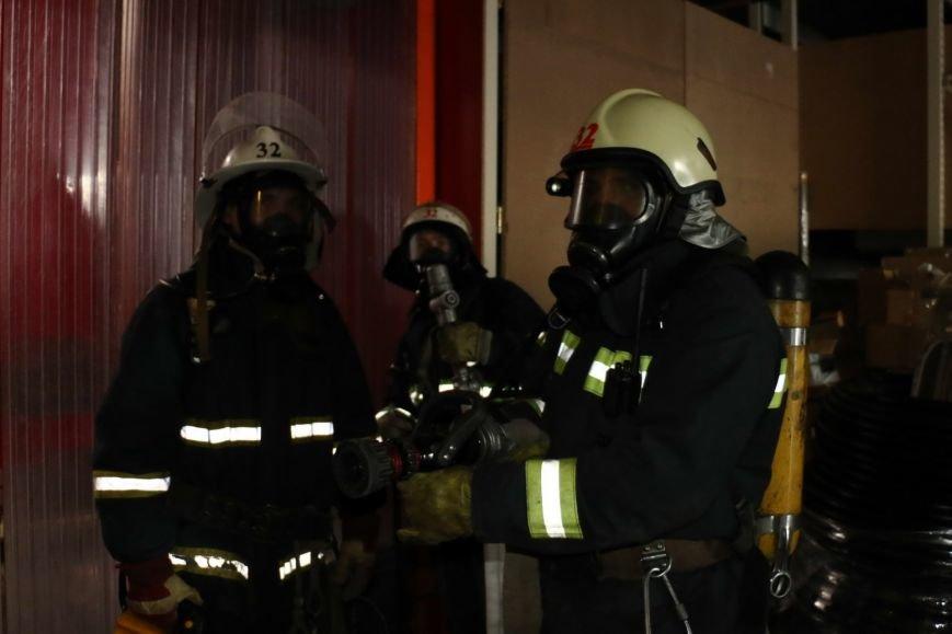 Харьковские спасатели провели учения в многолюдном гипермаркете (ФОТО) (фото) - фото 1