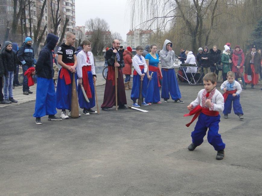 Сьогодні у Хмельницькому проводжали зиму та зустрічали весну (Фото) (фото) - фото 2