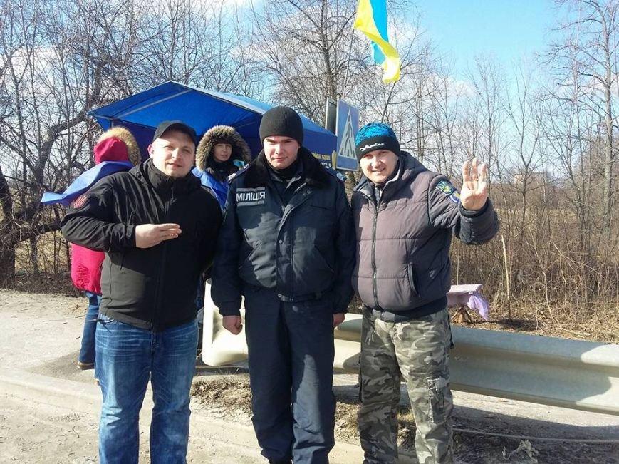 Конотопські активісти поновили блокування руху російських вантажівок в смт Батурин(Фото, Відео), фото-1