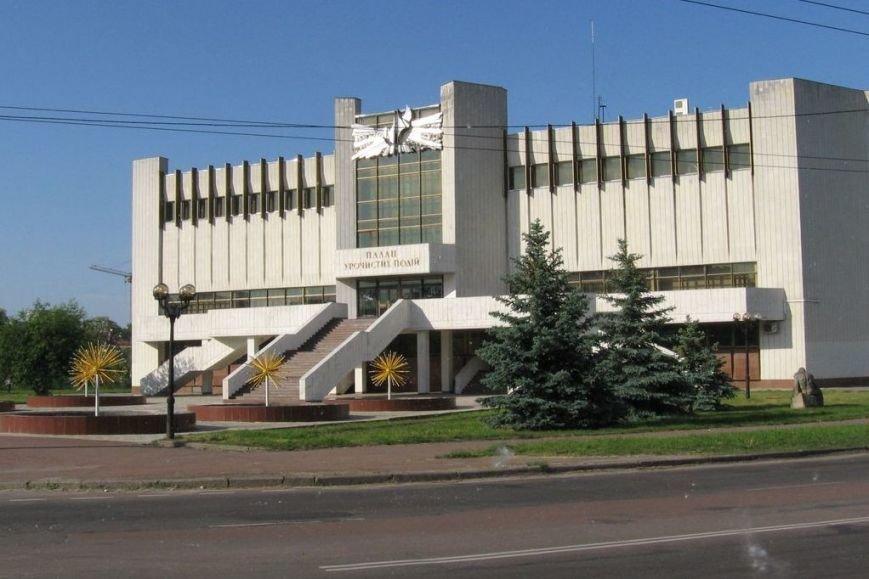 За три дня – 17 петиций. В Чернигове хотят улицу Школьникова, лежачих полицейских и памятник погибшим в АТО героям (фото) - фото 12