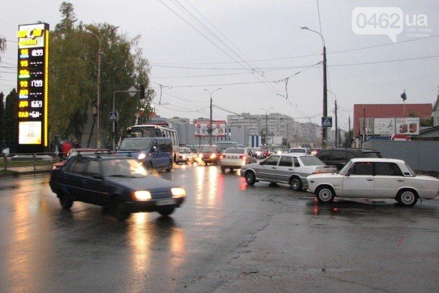 За три дня – 17 петиций. В Чернигове хотят улицу Школьникова, лежачих полицейских и памятник погибшим в АТО героям (фото) - фото 14