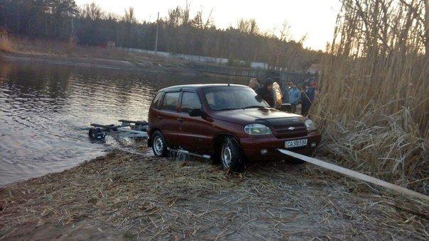 У Дахнівці черкащанин втопив свій автомобіль (ФОТО) (фото) - фото 1