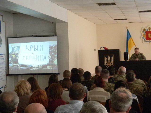 В Запорожье военные смотрели фильмы об оккупированном Крыме (ФОТО) (фото) - фото 1