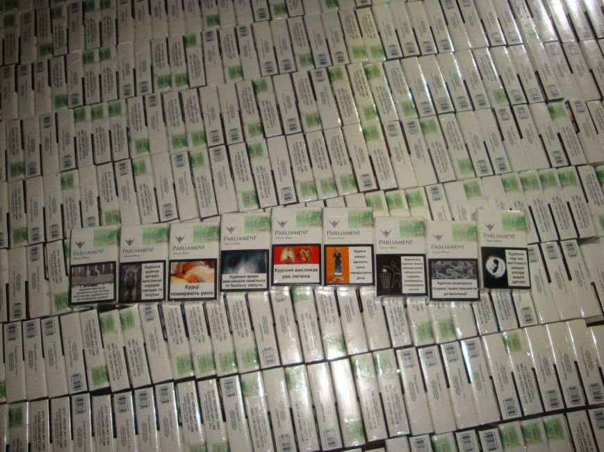 Гражданин Украины незаконно пытался провести в Крым более 1000 пачек табачных изделий (ФОТО) (фото) - фото 1